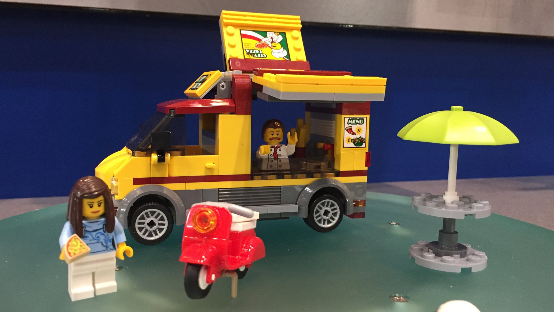 LEGO City Set 60150 Pizza Van at Toy Fair 2017