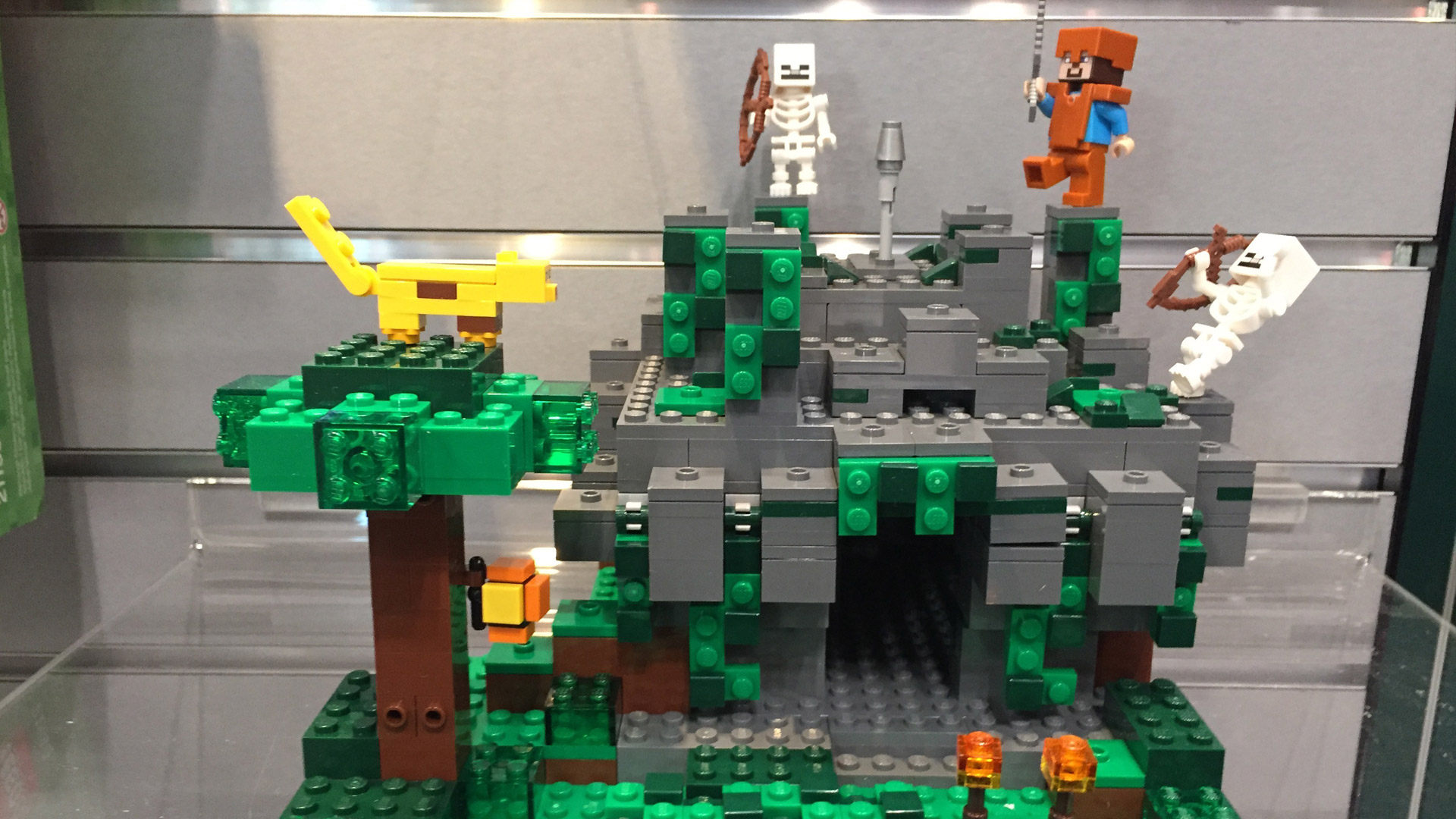 LEGO Minecraft Set 21132 The Jungle Temple at Toy Fair 2017